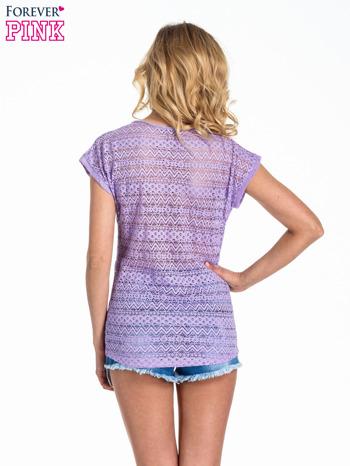 Fioletowy t-shirt z koronkowym tyłem i dżetami                                  zdj.                                  4