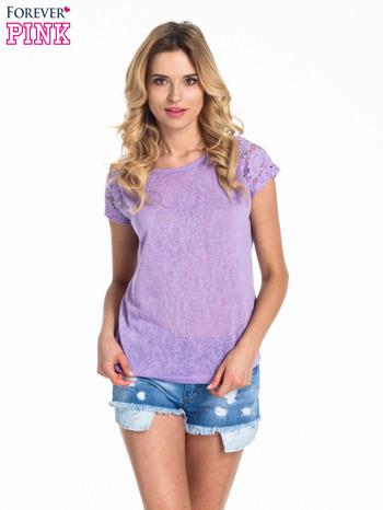 Fioletowy t-shirt z koronkowymi rękawami i gwiazdkami                                  zdj.                                  1