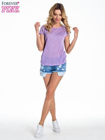 Fioletowy t-shirt z koronkowymi rękawami i gwiazdkami                                  zdj.                                  2