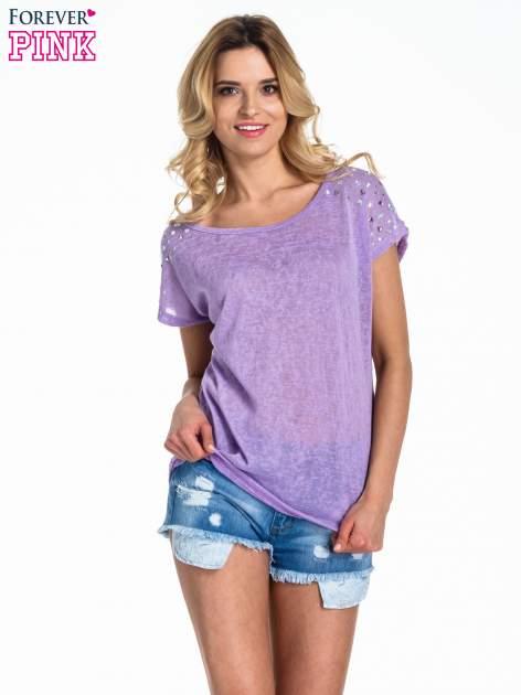 Fioletowy t-shirt z kryształkami na rękawach