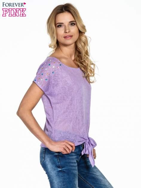 Fioletowy t-shirt z węzłem zdobiony kryształkami                                  zdj.                                  3