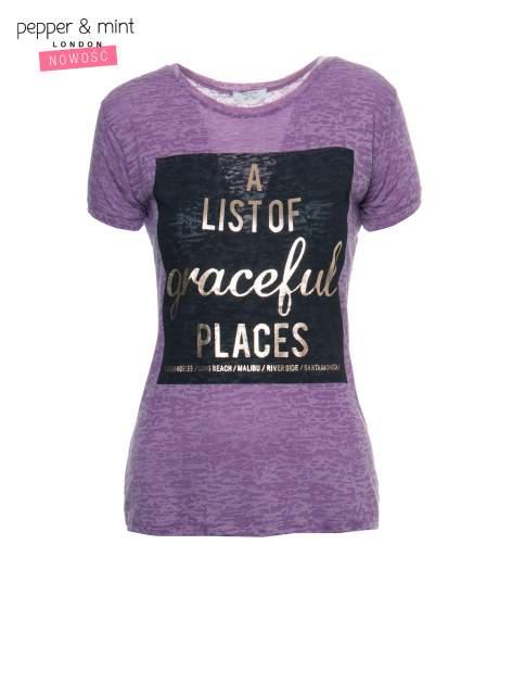 Fioletowy t-shirt ze złotym napisem A LIST OF GRACEFUL PLACES                                  zdj.                                  2