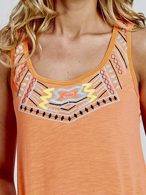 Fluopomarańczowy top z dekoltem w azteckie wzory                                  zdj.                                  3