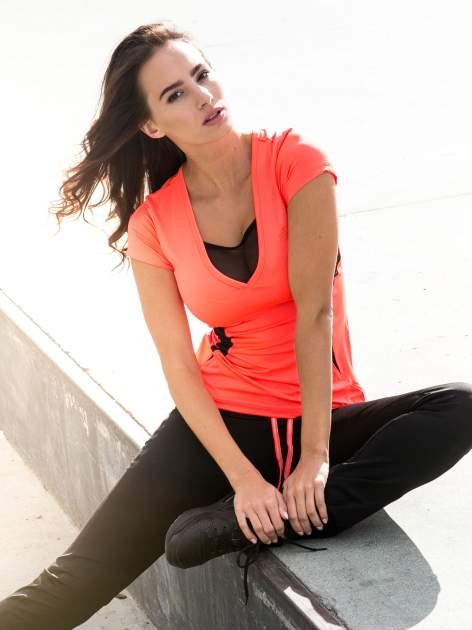 Fluoróżowy termoaktywny t-shirt sportowy z siateczką przy dekolcie ♦ Performance RUN                                  zdj.                                  10