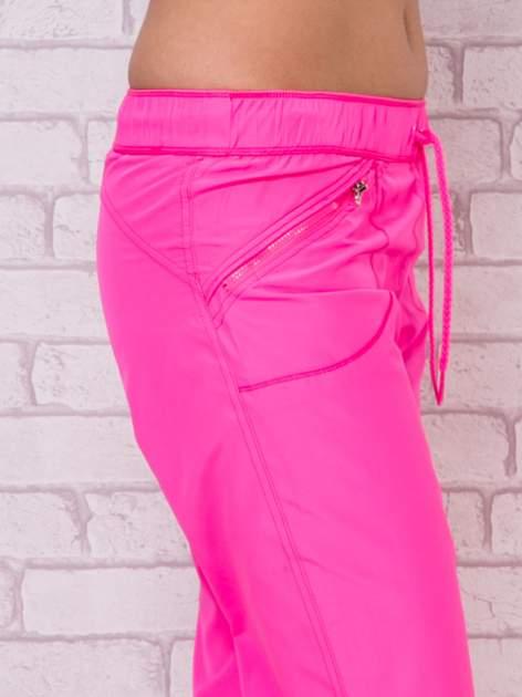 Fluozielone spodnie sportowe capri z wiązaniem                                  zdj.                                  2