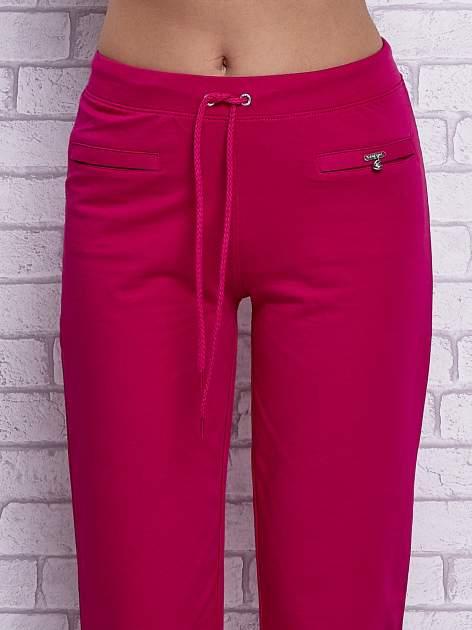 Fuksjowe spodnie capri z wszytymi kieszonkami                                  zdj.                                  4