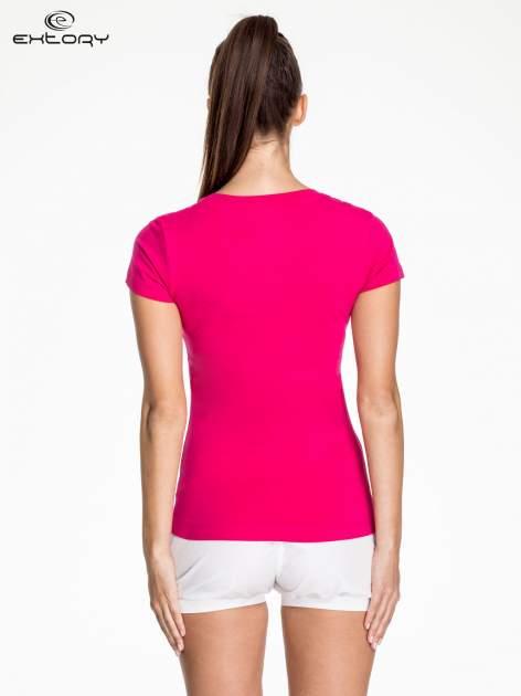 Fuksjowy modelujący damski t-shirt sportowy                                  zdj.                                  4