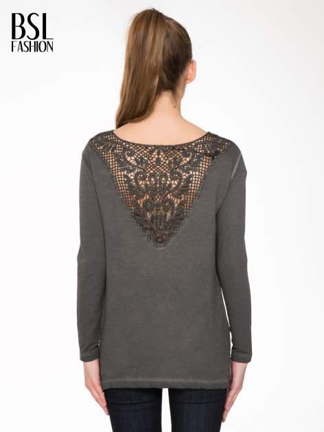 Grafitowa bluza z koronkową wstawką na plecach                                  zdj.                                  4
