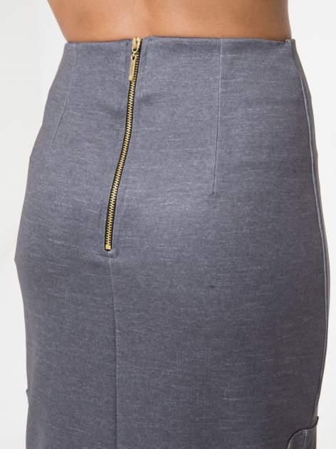 Grafitowa spódnica ołówkowa z wydłużonym tyłem                                  zdj.                                  6