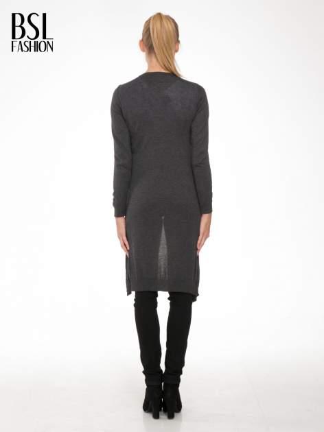 Grafitowy długi gładki sweter kardigan z kieszeniami                                  zdj.                                  3