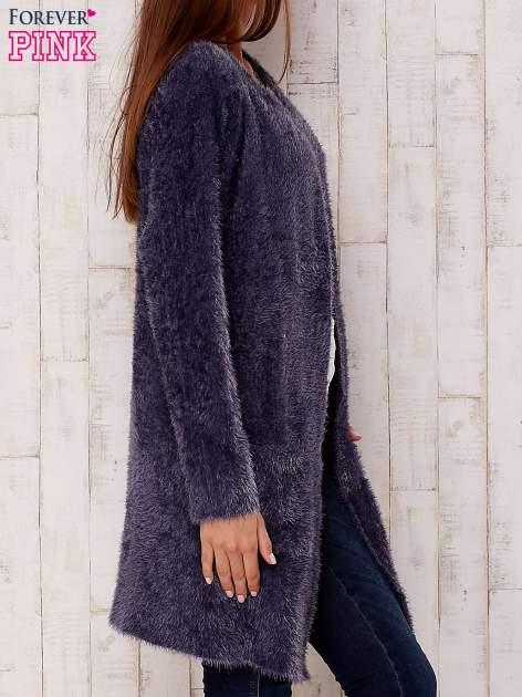Grafitowy puszysty sweter z otwartym dekoltem                                  zdj.                                  3