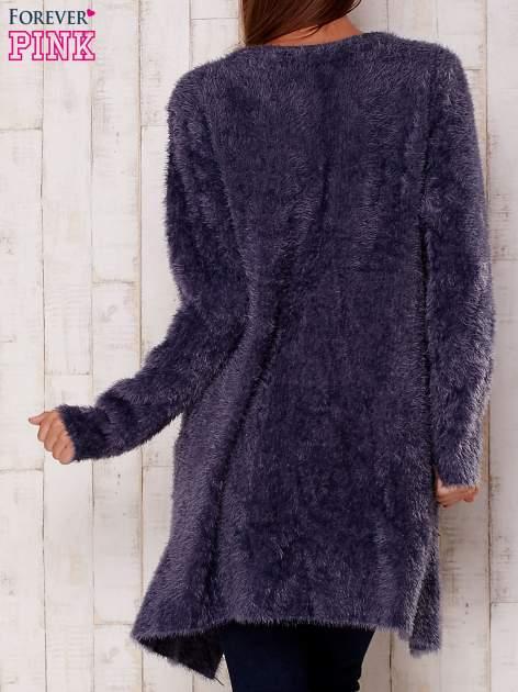 Grafitowy puszysty sweter z otwartym dekoltem                                  zdj.                                  4