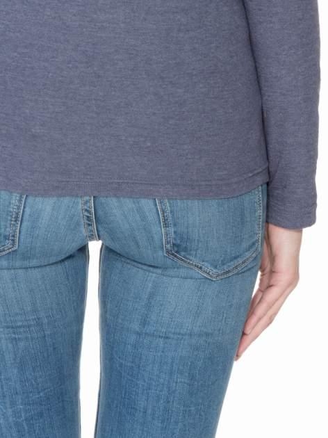 Granatowa bawełniana bluzka typu basic z długim rękawem                                  zdj.                                  6