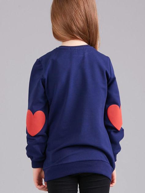 Granatowa bluza dziewczęca z nadrukiem i aplikacją                              zdj.                              2