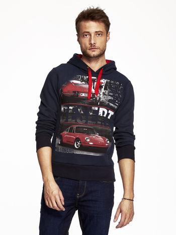 Granatowa bluza męska z samochodowym nadrukiem                                  zdj.                                  1