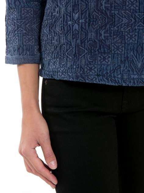 Granatowa bluza tłoczona w azteckie wzory                                  zdj.                                  7