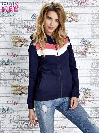 Granatowa bluza z kapturem z kolorowymi przeszyciami                                  zdj.                                  5