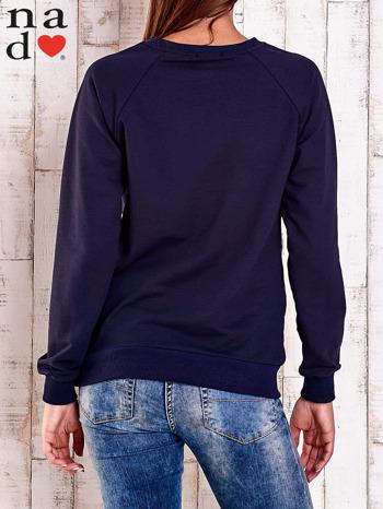 Granatowa bluza z motywem serduszek                                  zdj.                                  4