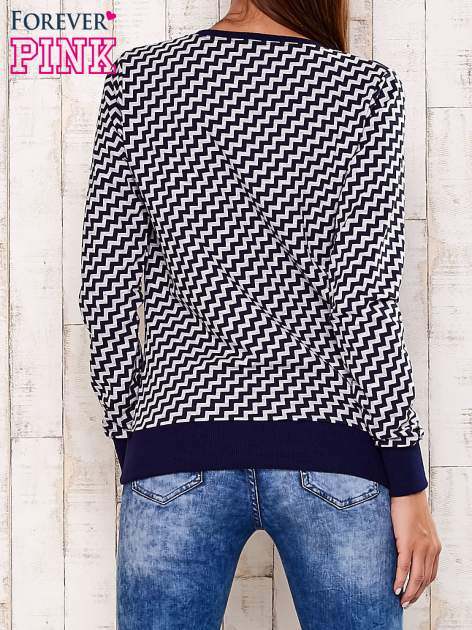 Granatowa bluza z nadrukiem cyfr                                  zdj.                                  4