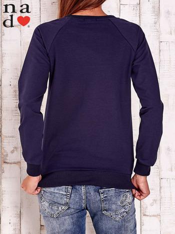 Granatowa bluza z napisem BE NICE                                  zdj.                                  4