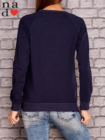 Granatowa bluza z ornamentowym nadrukiem                                  zdj.                                  4