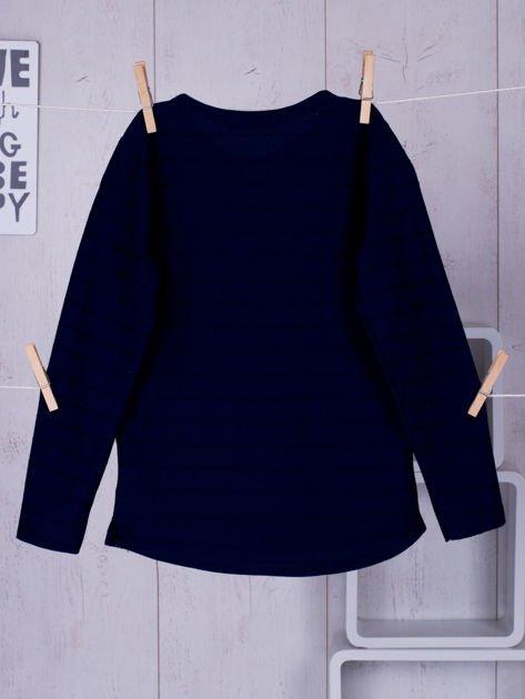 Granatowa bluzka chłopięca w plecione paski z kieszonką                              zdj.                              2
