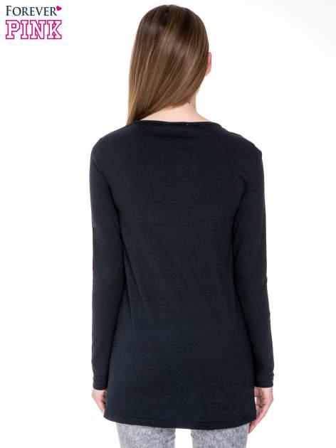 Granatowa bluzka z dłuższym tyłem                                  zdj.                                  4