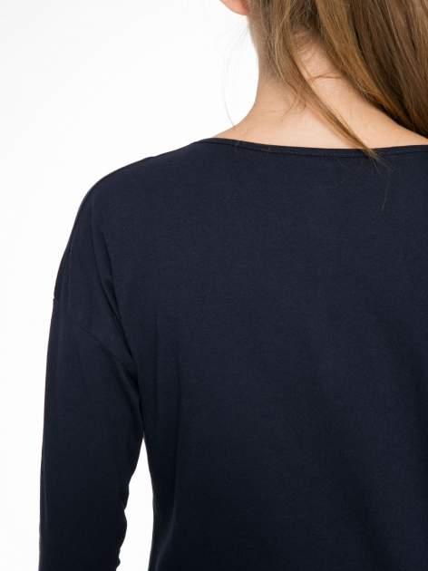 Granatowa bluzka z nadrukiem wilka i brokatowym napisem WOLF                                  zdj.                                  9