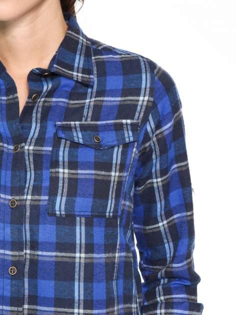 Granatowa damska koszula w kratę z kieszonkami                                  zdj.                                  10
