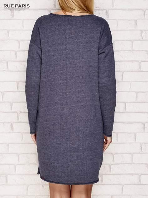 Granatowa dresowa sukienka z luźnymi rękawami                                  zdj.                                  4