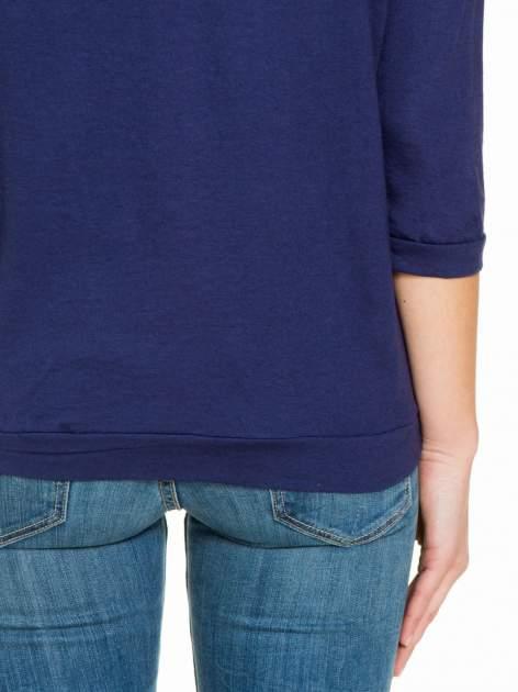 Granatowa gładka bluzka z luźnymi rękawami 3/4                                  zdj.                                  6