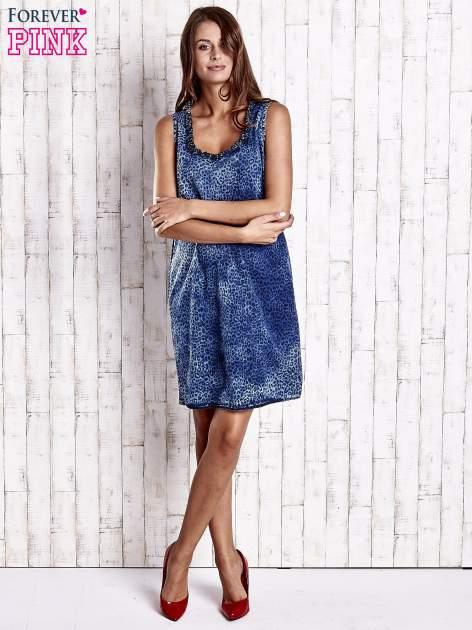 Granatowa jeansowa sukienka z motywem animal print                                  zdj.                                  4