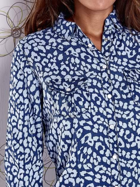 Granatowa koszula w panterkę z podwijanymi rękawami                                  zdj.                                  6