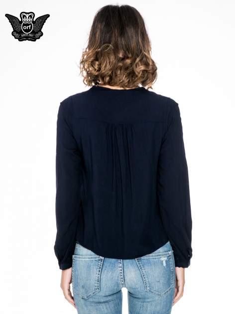 Granatowa koszula ze wzorzystą wstawką w stylu etno