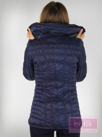Granatowa kurtka z ozdobnym pikowaniem                                  zdj.                                  2