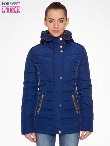 Granatowa kurtka zimowa ze skórzaną lamówką i futrzanym kapturem