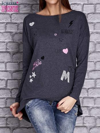 Granatowa melanżowa bluzka z naszywkowymi nadrukami                                  zdj.                                  1