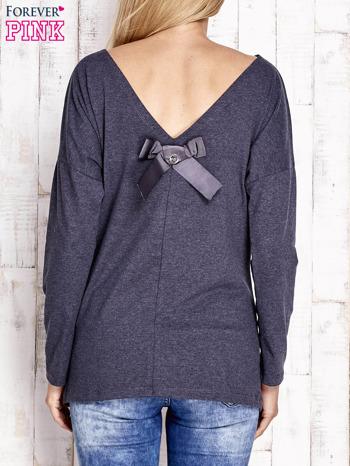 Granatowa melanżowa bluzka z wycięciem na plecach i kokardą                                  zdj.                                  2