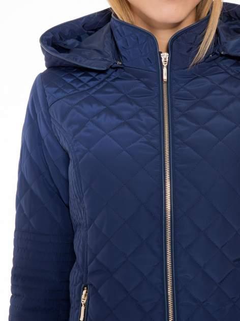 Granatowa pikowana kurtka z kapturem w stylu husky                                  zdj.                                  7