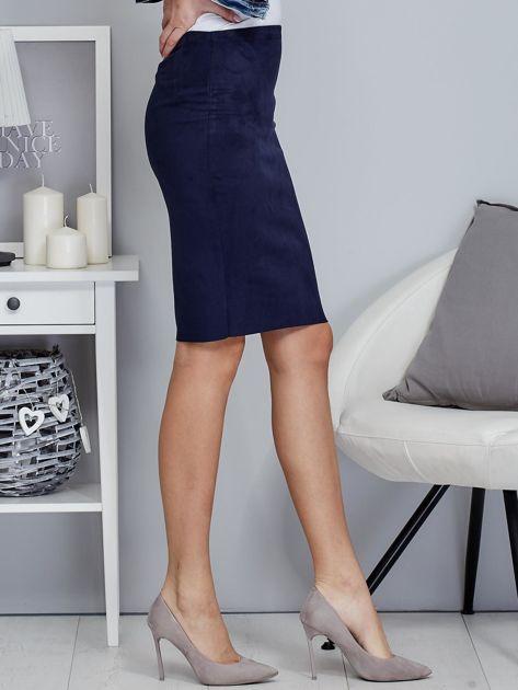 Granatowa spódnica z imitacji zamszu                              zdj.                              5