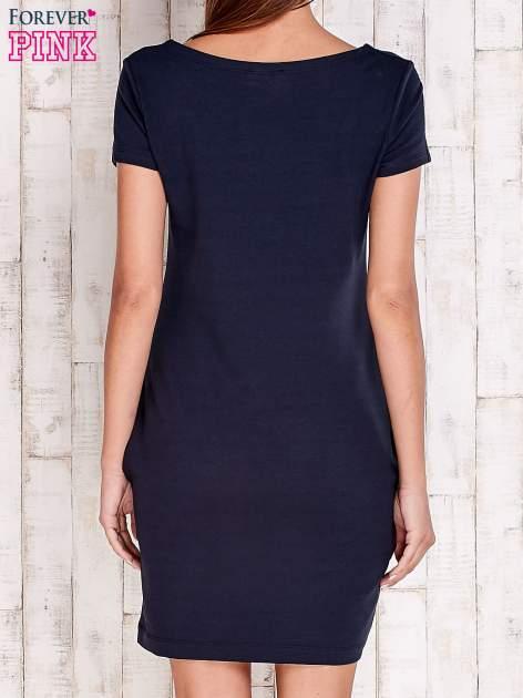 Granatowa sukienka dresowa z kieszeniami                                  zdj.                                  4
