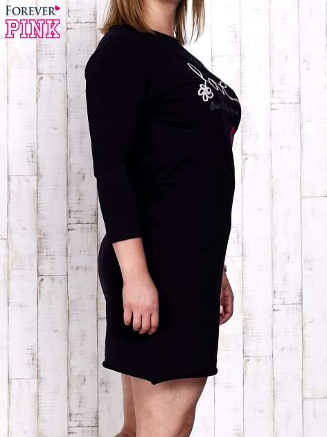 Granatowa sukienka dresowa z napisem LOVE PLUS SIZE                                  zdj.                                  3