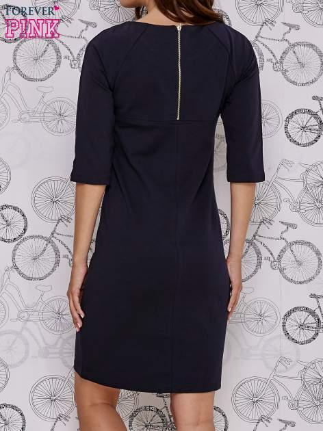 Granatowa sukienka dresowa z suwakiem z tyłu                                  zdj.                                  4