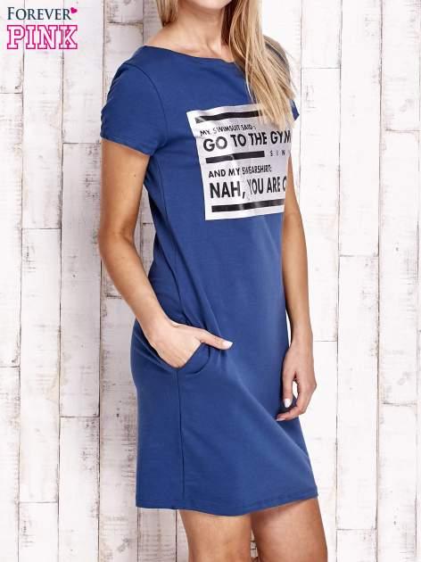 Granatowa sukienka dresowa ze srebrnym printem GO TO THE GYM                                  zdj.                                  3