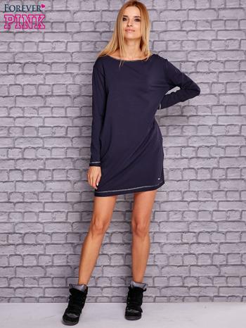 Granatowa sukienka oversize z kieszeniami                                  zdj.                                  2