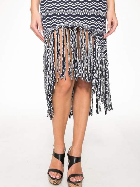Granatowa sukienka we wzór zig-zag z frędzlami na dole                                  zdj.                                  12