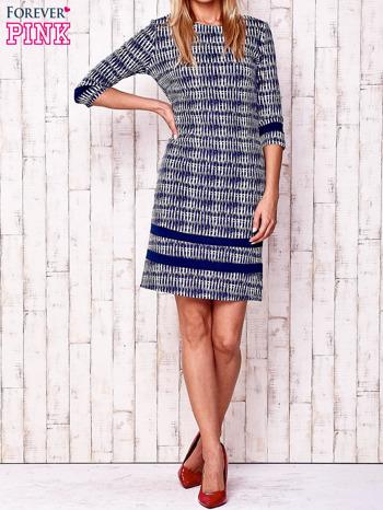Granatowa sukienka z motywem graficznym i materiałowymi wstawkami                                  zdj.                                  2
