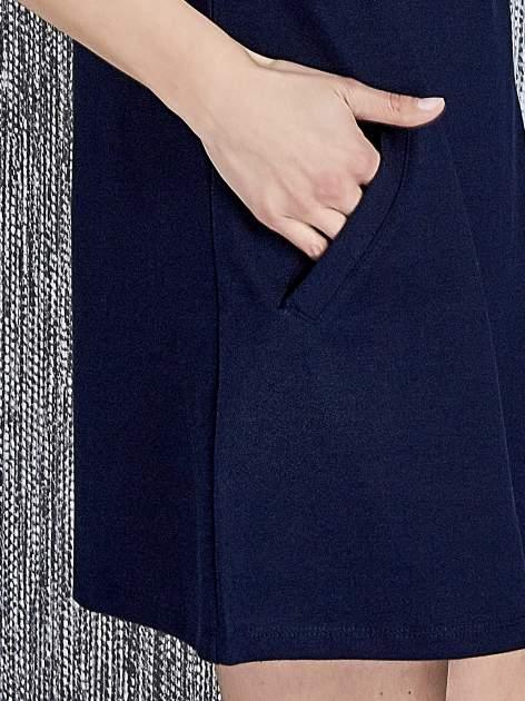 Granatowa trapezowa sukienka z kieszeniami                                  zdj.                                  6