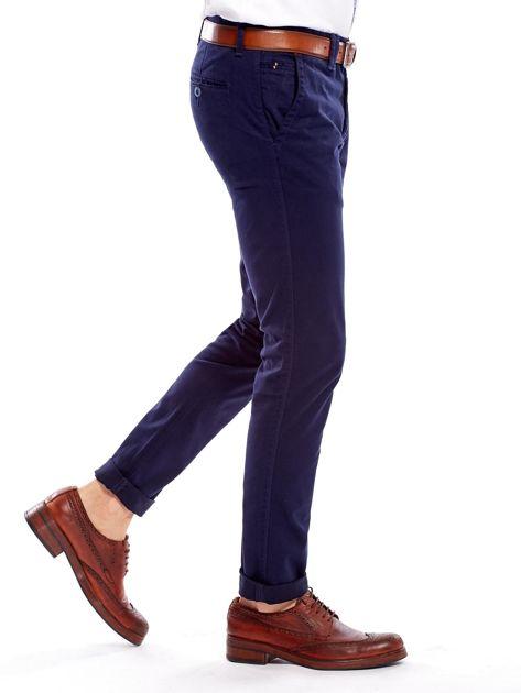 Granatowe bawełniane spodnie męskie chinosy                               zdj.                              3