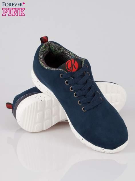 Granatowe buty sportowe faux suede Hollywood z zamszu                                  zdj.                                  4